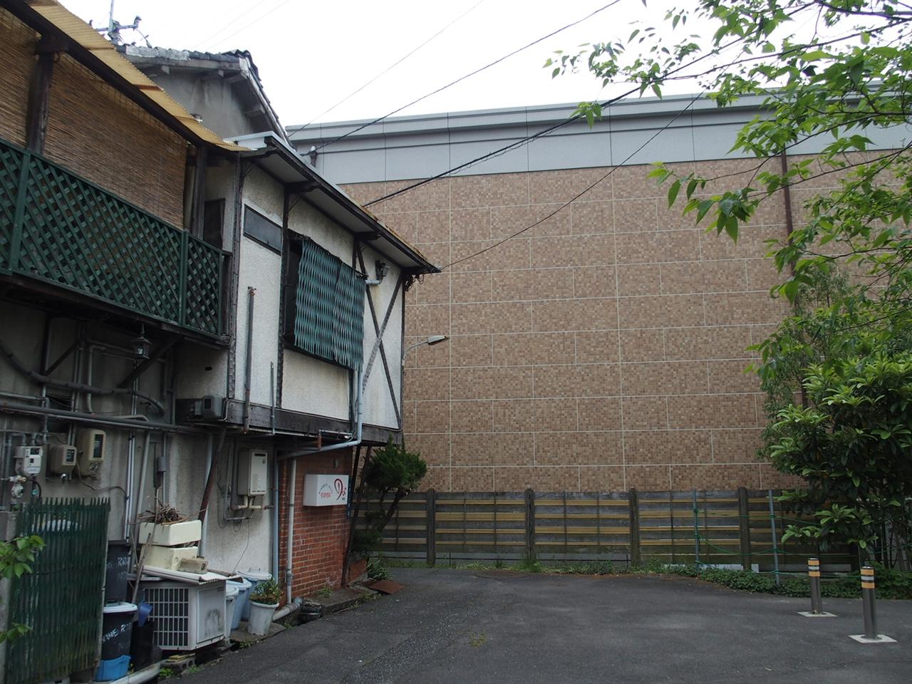 徴古館の裏2
