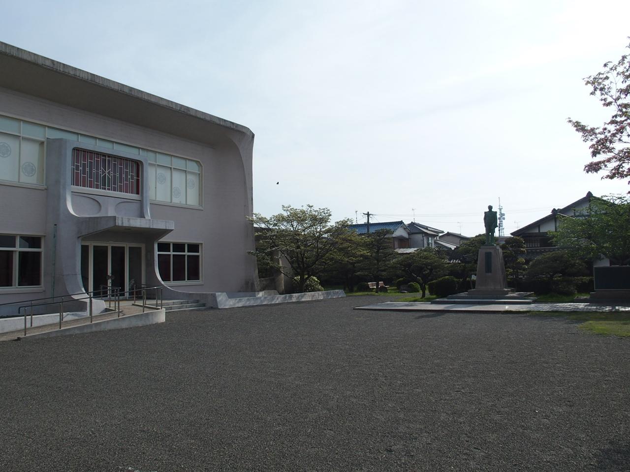 大隈記念館エントランス