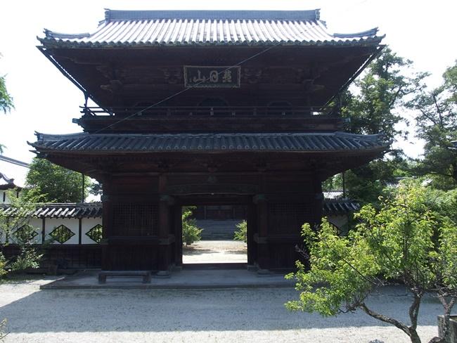 高伝寺山門