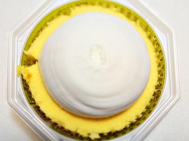 プレミアムロールケーキアイス上