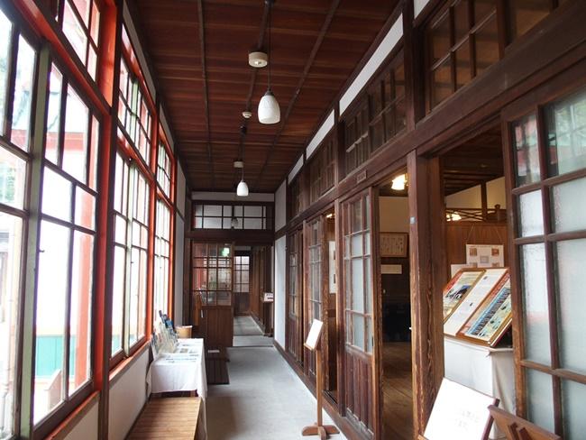 武雄温泉新館1階廊下