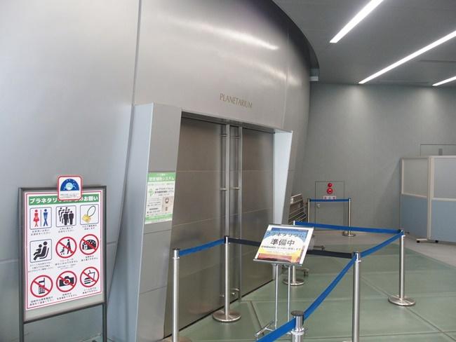 プラネタリウム入口