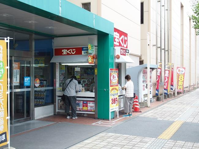 佐賀西友チャンスセンター正面