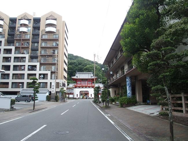 温泉街入口