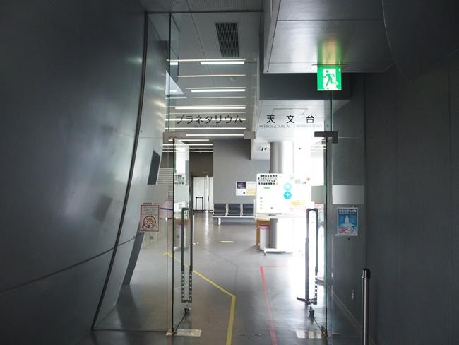 プラネタリウム・天文台入口