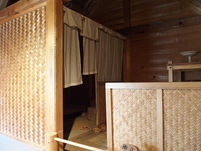 高床式住居内部
