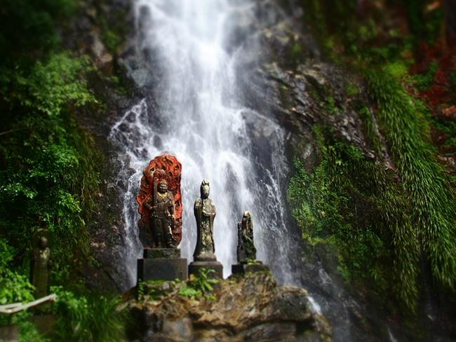 「清水の滝」佐賀小城市にある滝。パワースポット感が凄い!山の神様とか出てきそうです