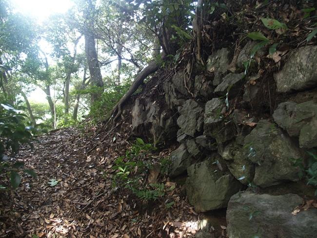 祇園社裏の石積み