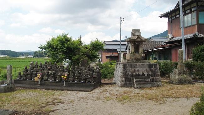川古供養塔