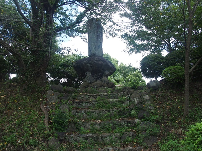 中の山石碑