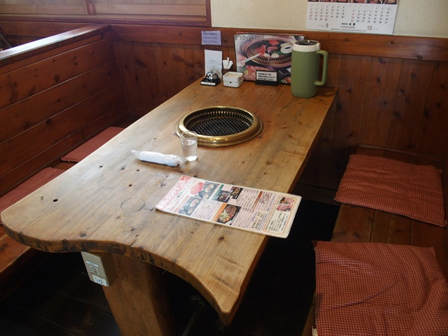 焼肉森山テーブル席