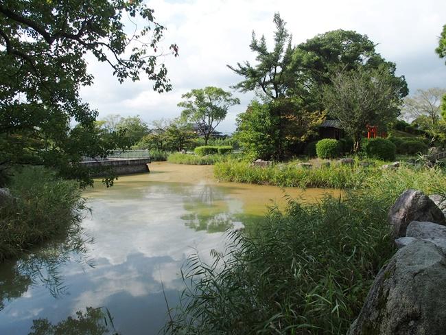 蓮池城跡浮島