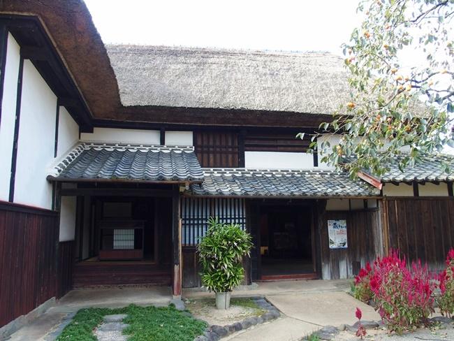 旧乗田家住宅玄関と入口