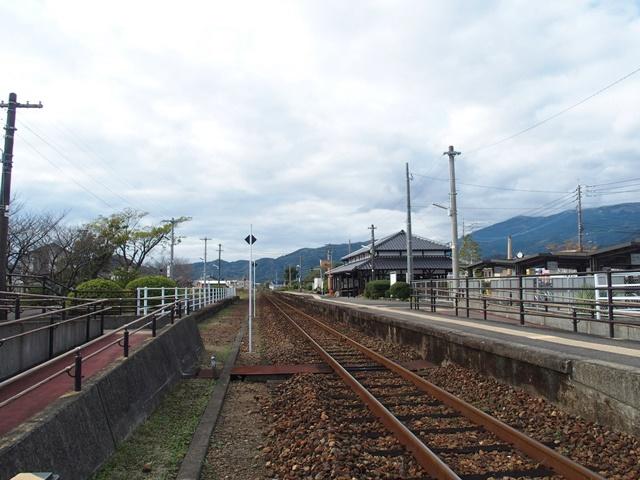 小城駅線路