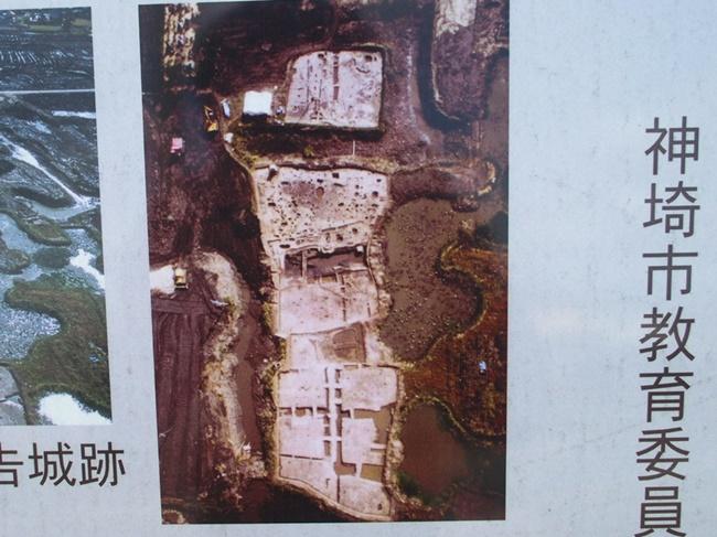 発掘調査時の建物跡写真