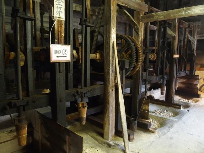 志田焼の里陶土工場1