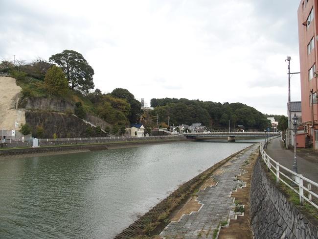 冨田園茶舗北側川