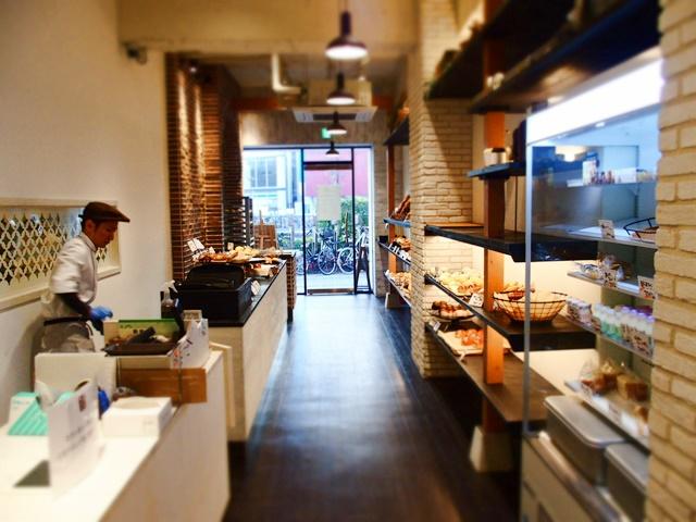 「滝川パン」ものまねタレント『コロッケ』監修のパン屋さん福岡天神店