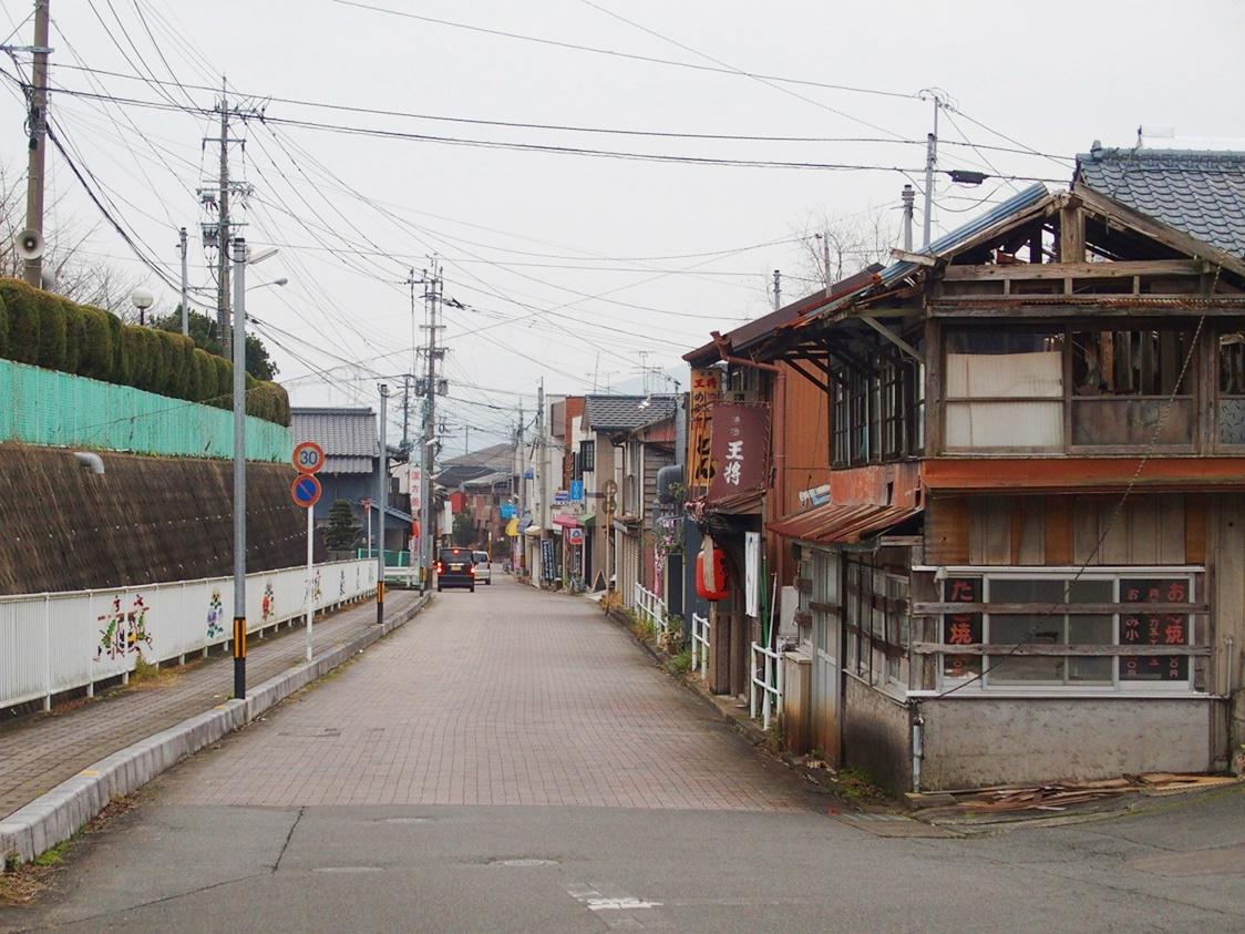 「本通り商店街」昭和にタイムスリップ!炭鉱町の姿を残す佐賀大町の商店街