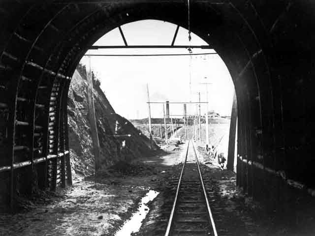 杵島炭鉱鉄道トンネル2