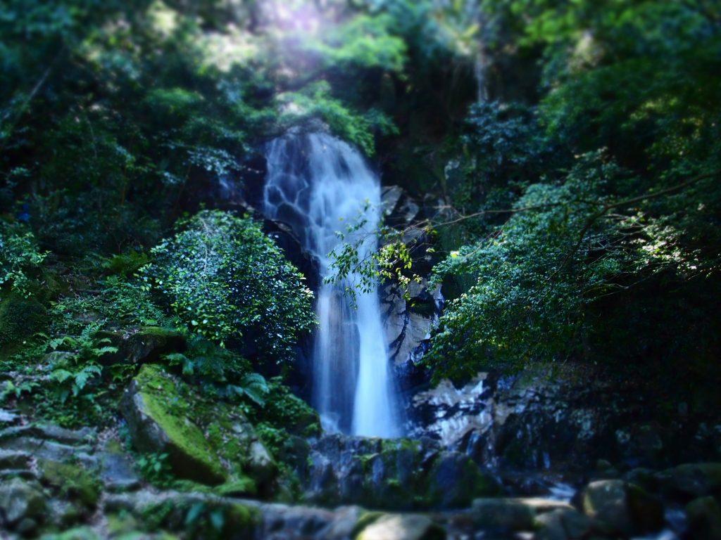 「御手洗の滝」鳥栖市にある神秘的な滝!手頃な山歩きに最適 ...
